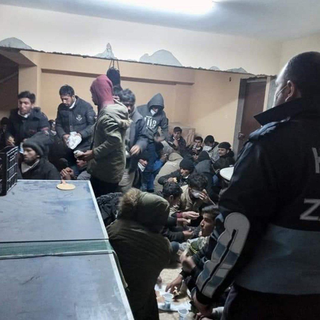 82 Afgan göçmeni yakalandı: 5 gözaltı