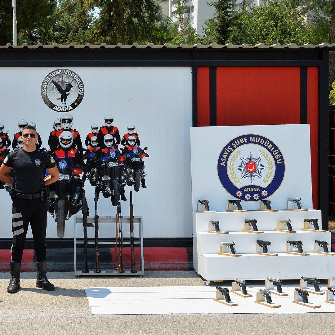 Adana'da 35 ruhsatsız silah ele geçirdi