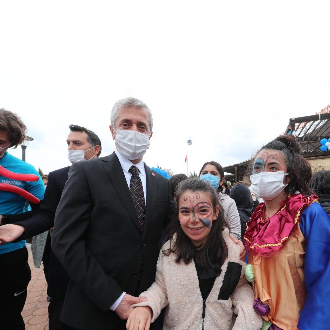 Başkan Tahmazoğlu, Otizmli çocukları ziyaret etti