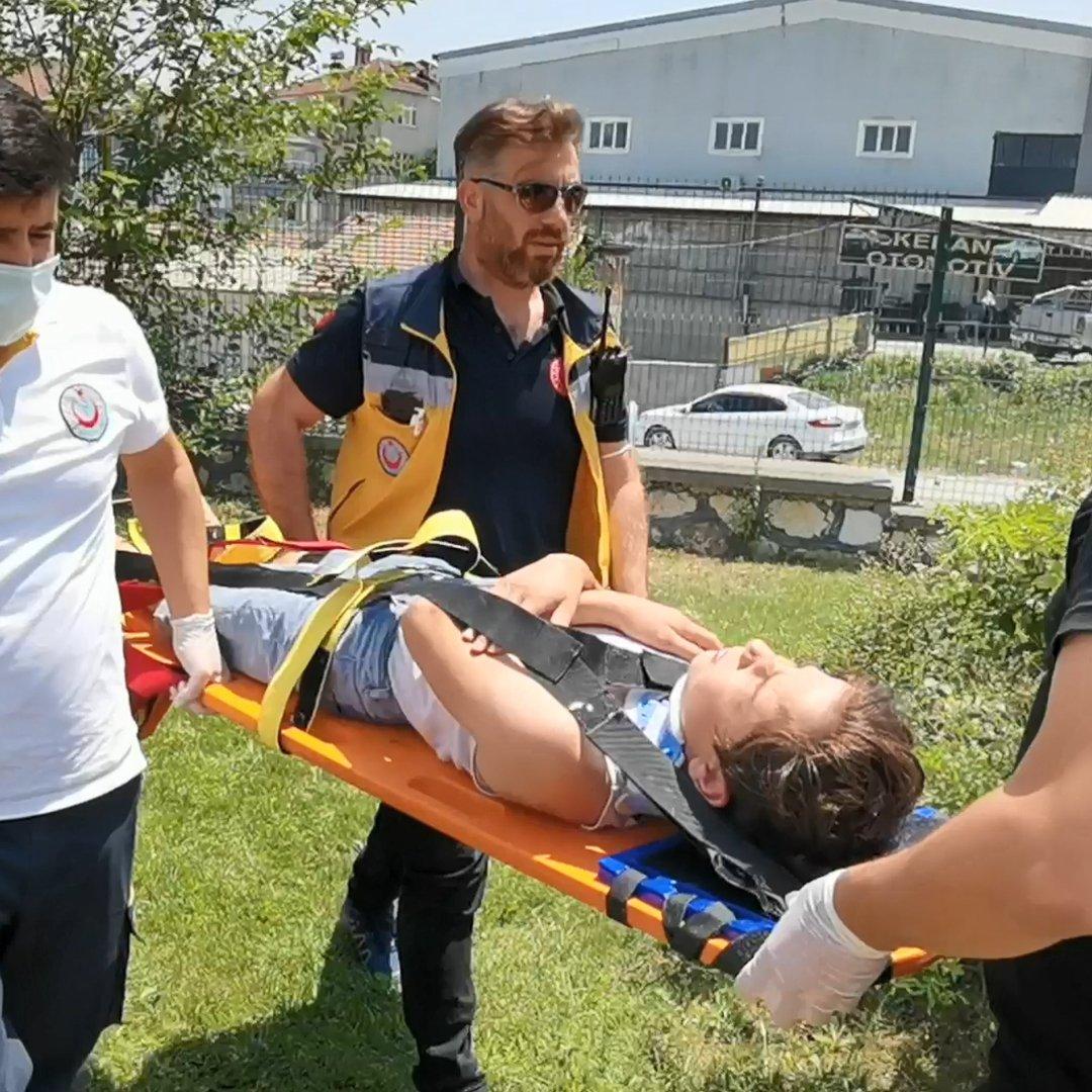 Bisikletli gençlerin dondurma sevdası kazaya dönüştü 3 yaralı