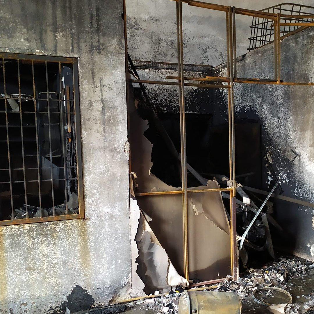 Boya fabrikasındaki yangında milyonlarca liralık zarar oluştu