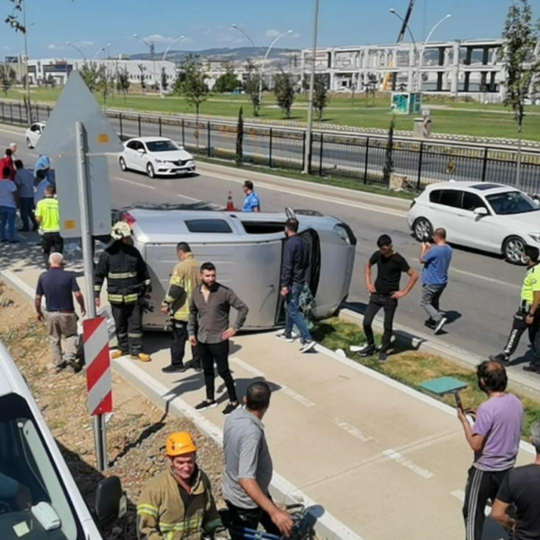 Bursa'da 100 metre sürüklenen araçta can pazarı: 2 yaralı