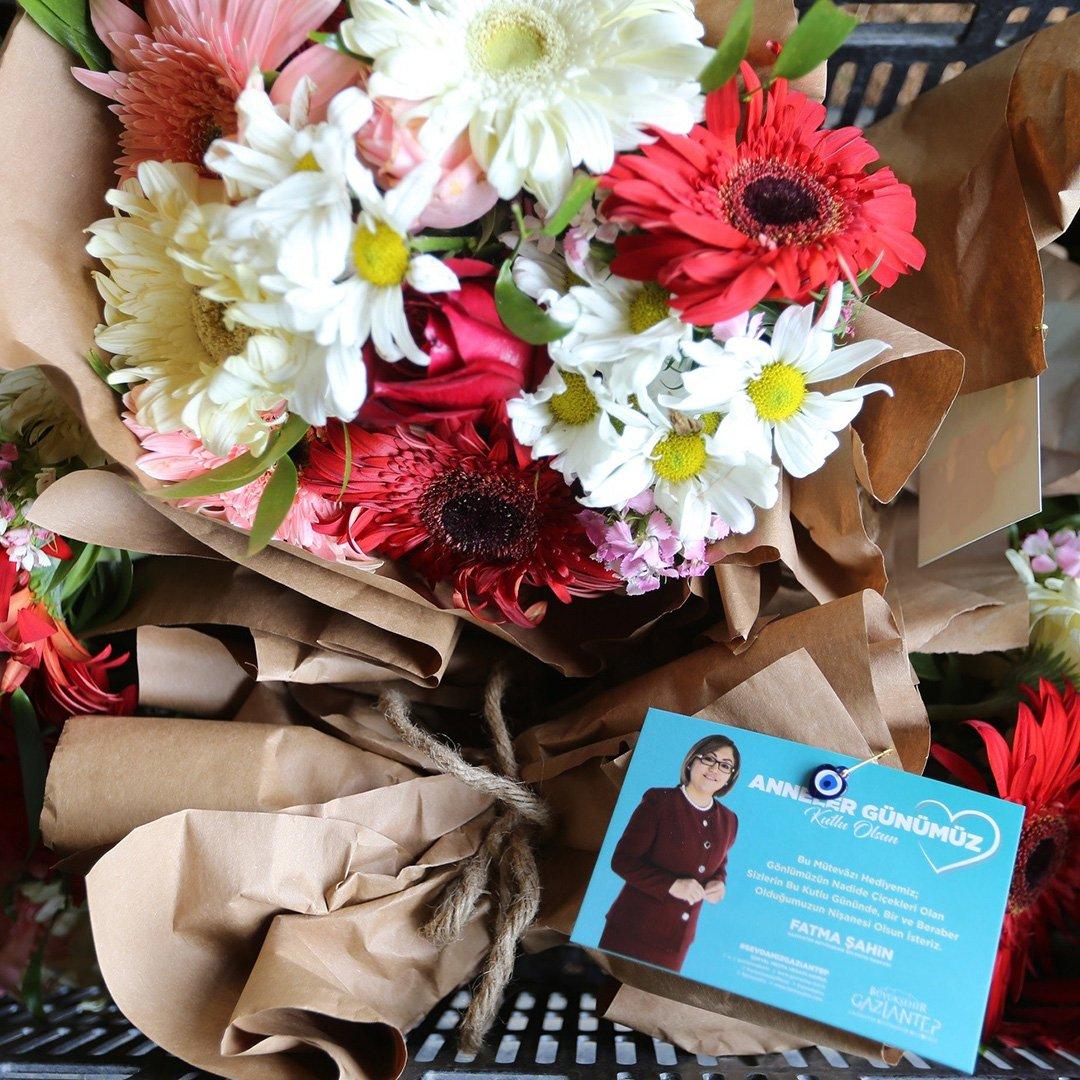Çiçekçi esnafına destek