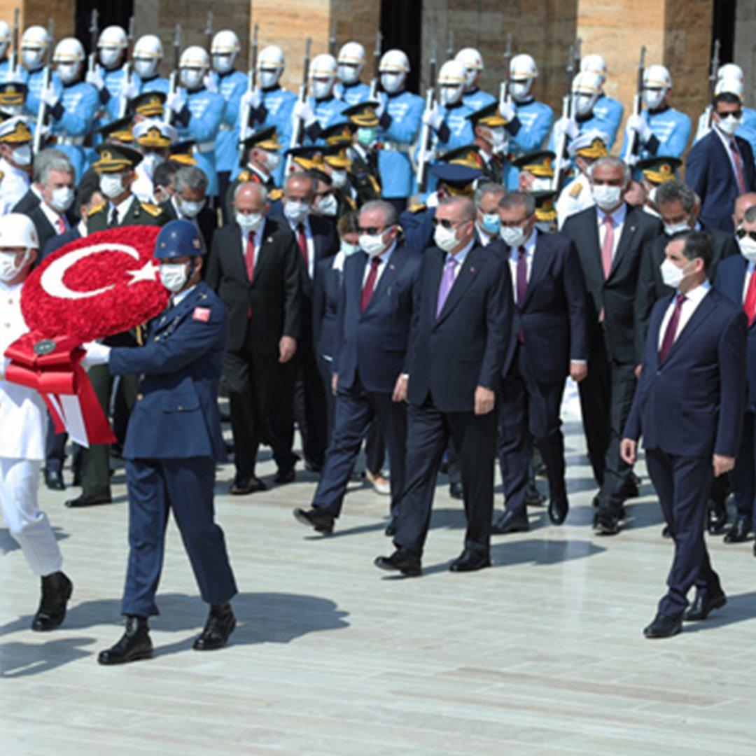 Cumhurbaşkanı Erdoğan, tebrikleri 'Mülteci Çocuk' tablosu önünde kabul etti