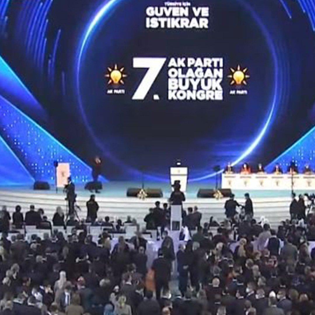 Erdoğan, 7. Olağan Büyük Kongresi'nde salondakilere sesleniyor