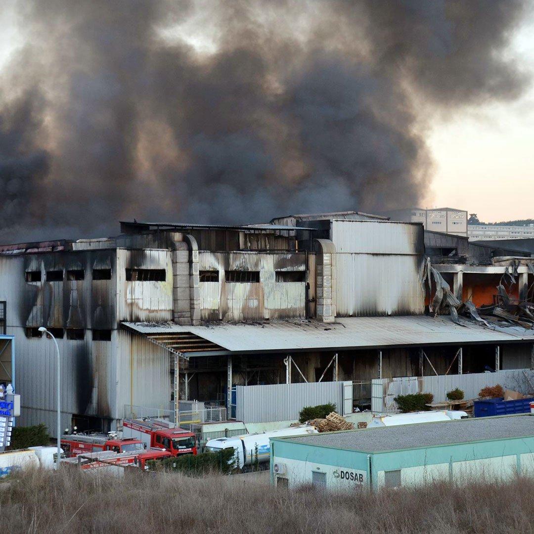 Fabrika yangınında 52 kişi öldü