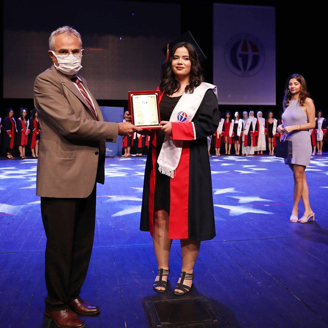 GAÜN'ün genç diş hekimleri törenle mezun oldu