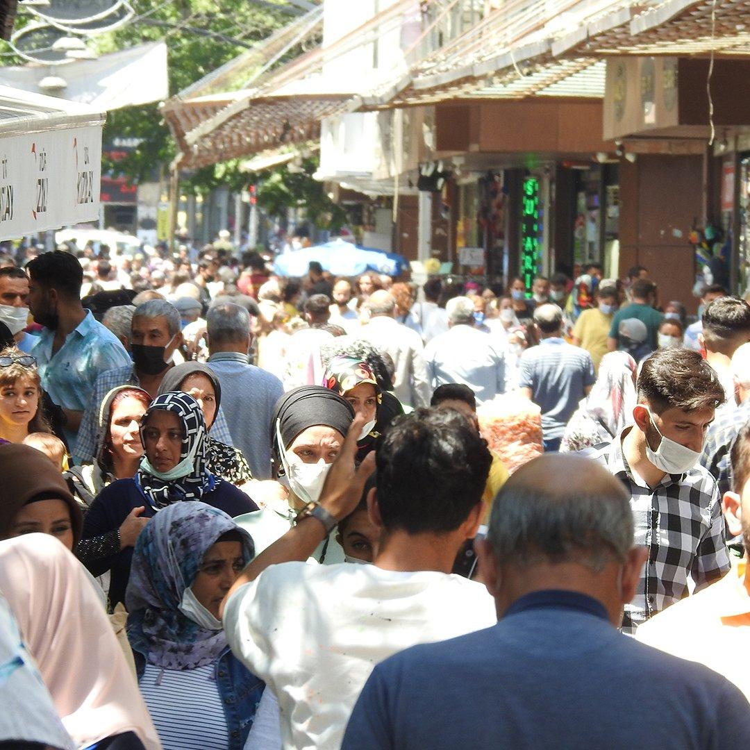Gaziantep'te çarşılarda bayram yoğunluğu