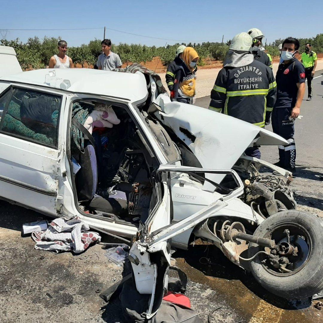 Gaziantep'te iki araç kafa kafaya çarpıştı: 1 ölü, 1 yaralı