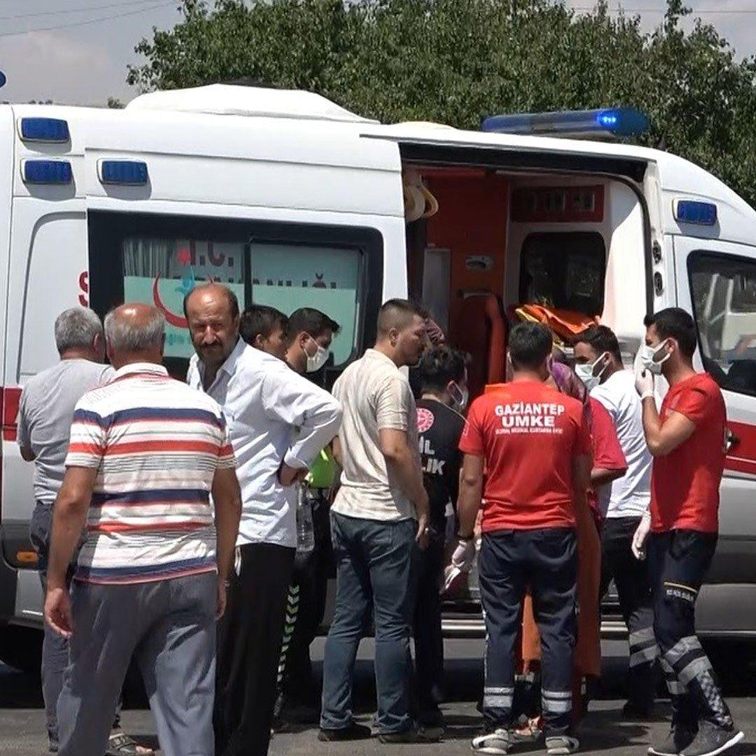 Gaziantep'te iki aracın karıştığı kazada 4 kişi yaralandı
