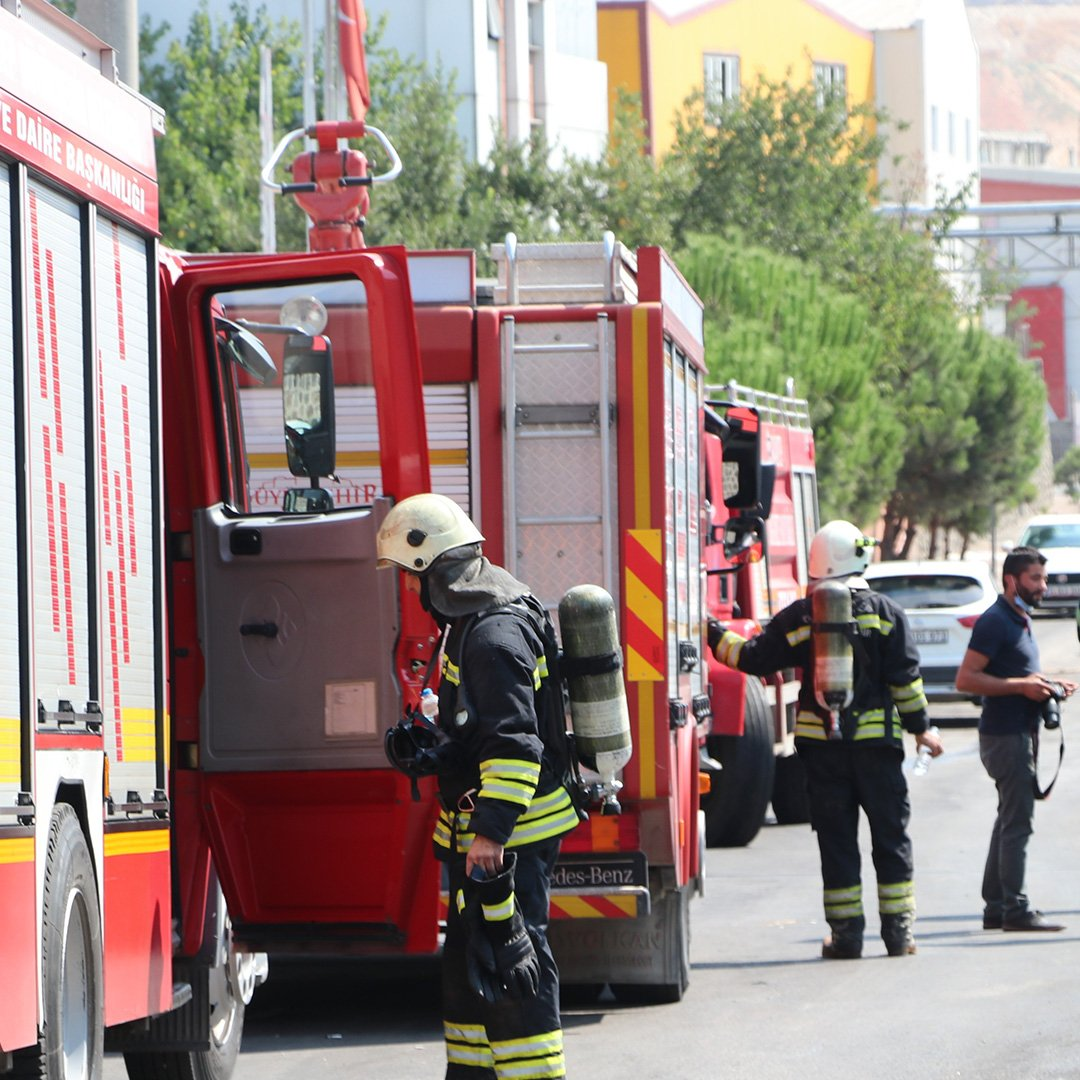 Gaziantep'te tahıl fabrikasında çıkan yangın korkuttu