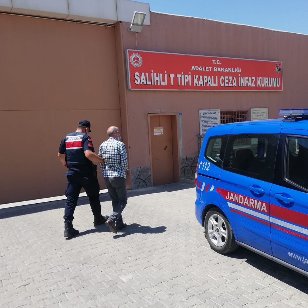 Göçmen kaçakçılığından yakalaması bulunan şüpheli Kula'da yakaland