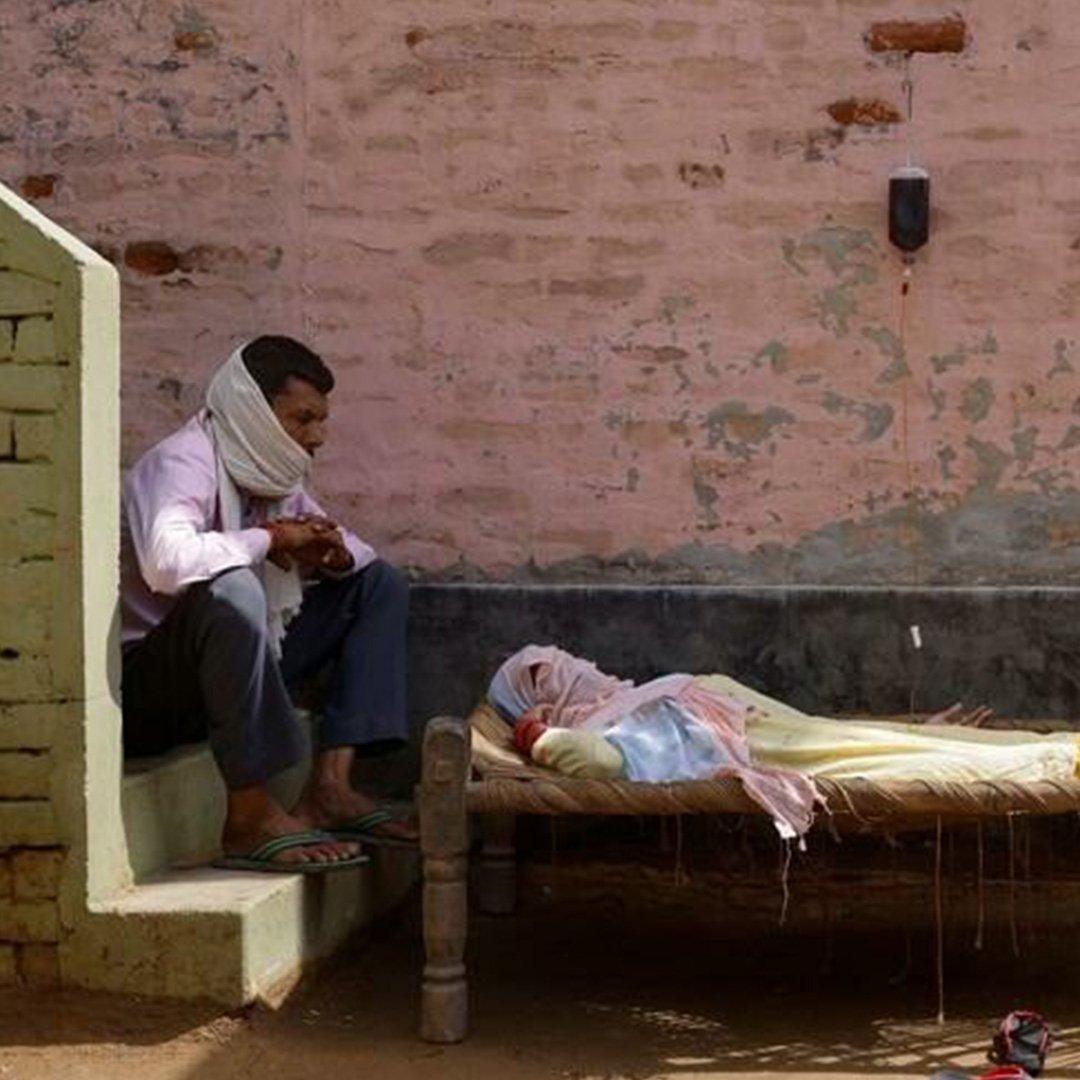 Hindistan'da coronadan ölenlerin sayısı 300 bini geçti