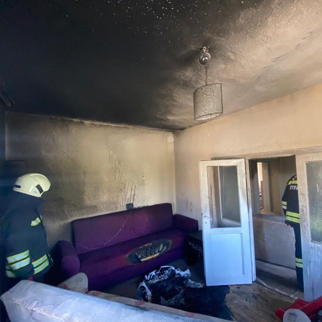 İtfaiye ekipleri ev yangınına müdahale etti