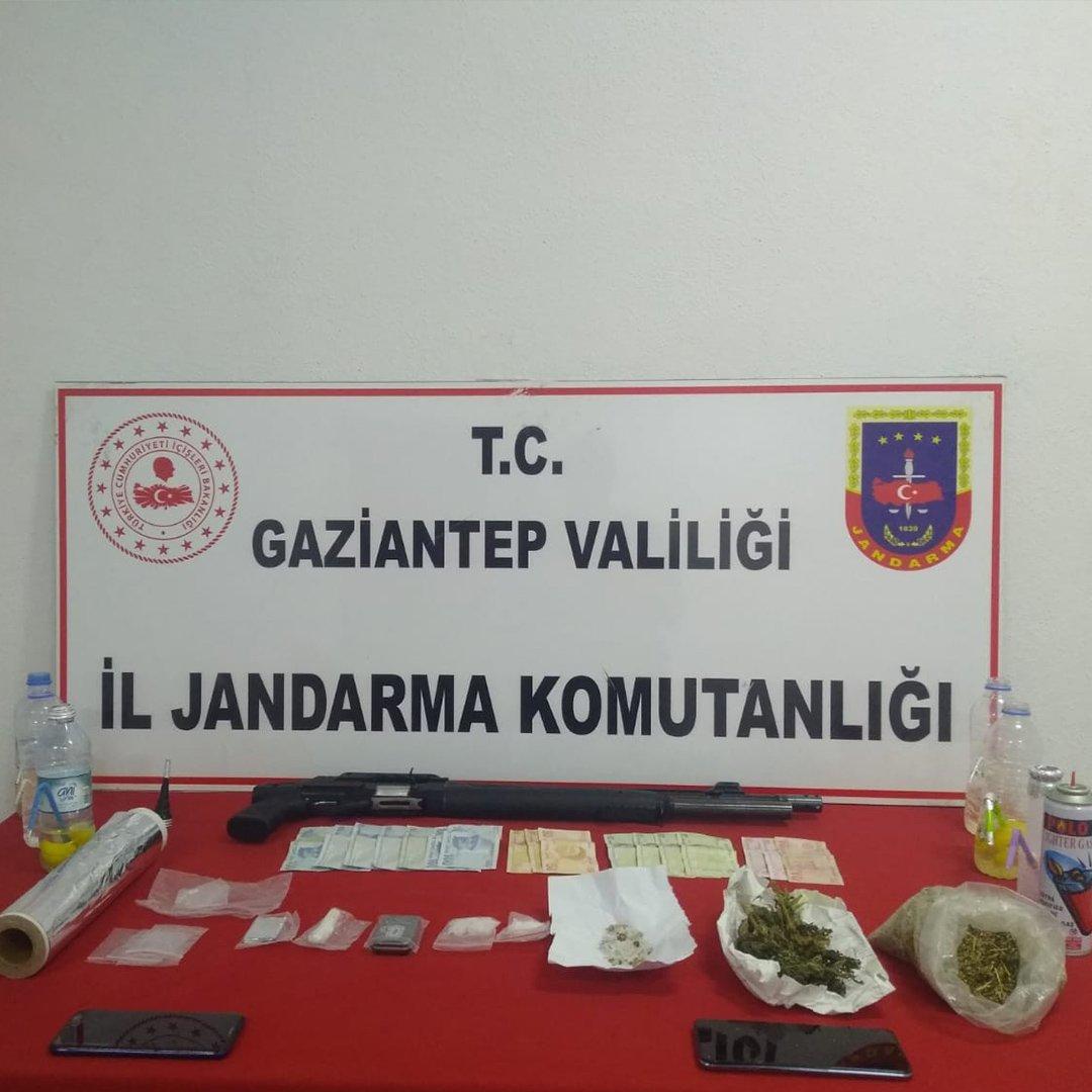 Jandarmadan uyuşturucu satışı yapılan eve operasyon: 4 gözaltı