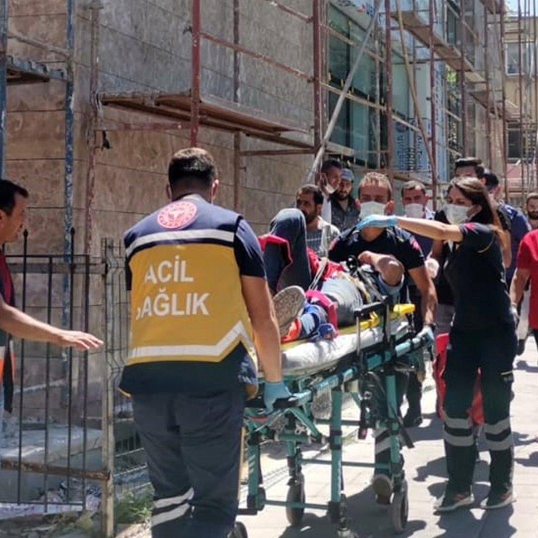 Karaman'da inşaatın 3. katından düşen işçi ağır yaralandı