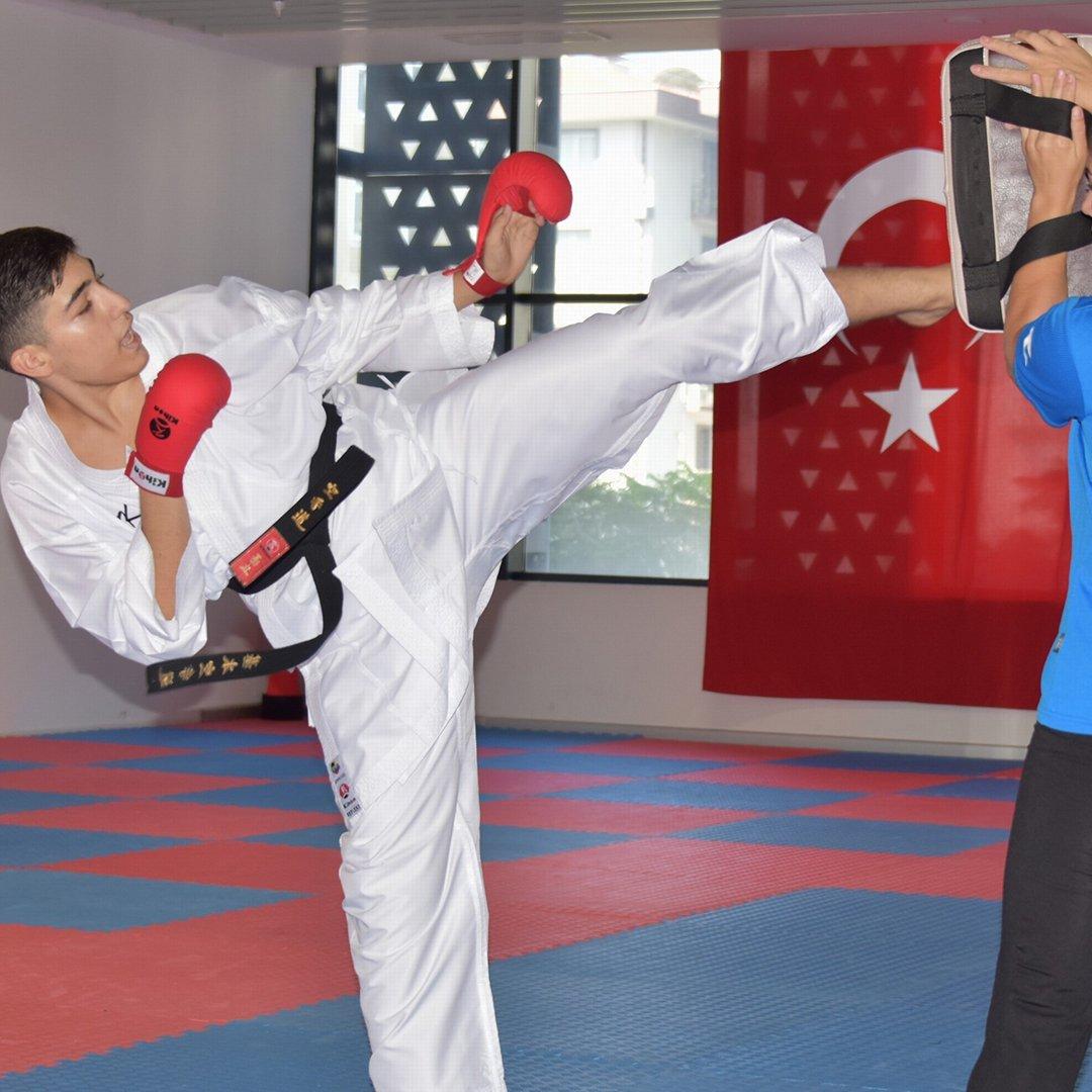 Karate şampiyonasında Aliağa'ya madalya