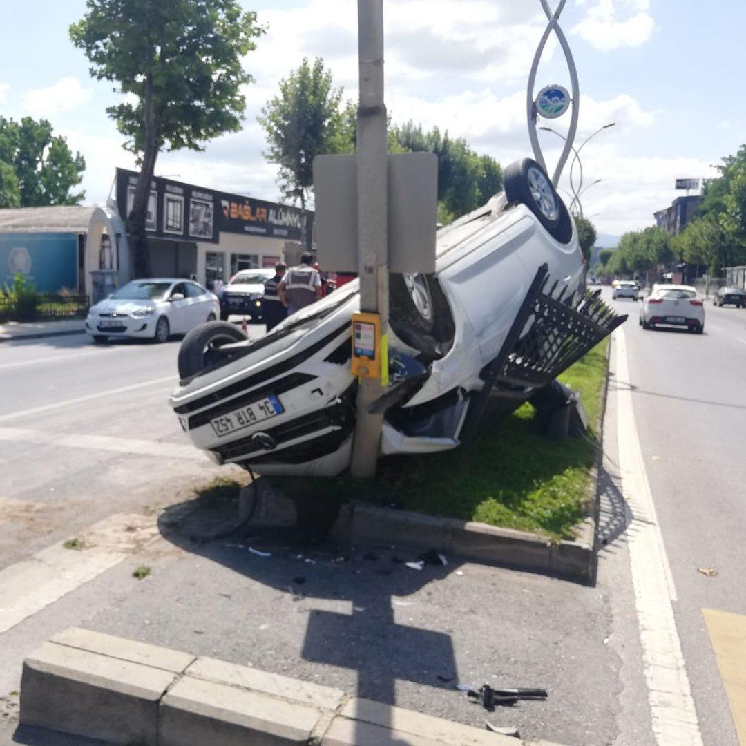 Kazadan kaçan otomobil takla attı: 1 yaralı