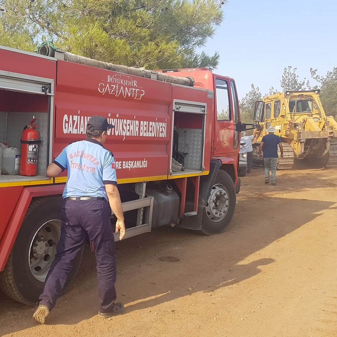 Kilis'teki orman yangınının söndürme çalışmalarına Gaziantep itfaiyesinden destek