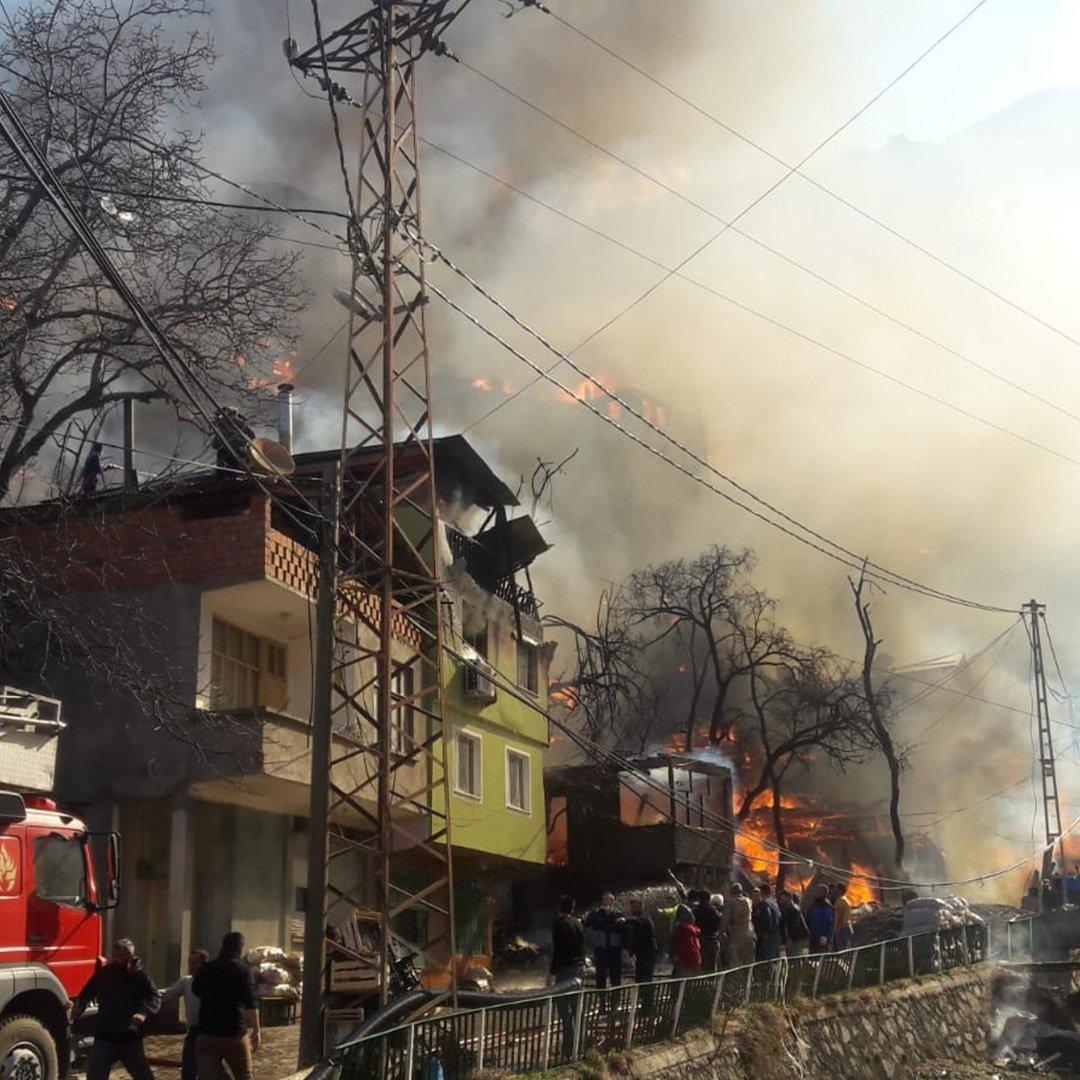 Korku dolu anlar onlarca ev yandı