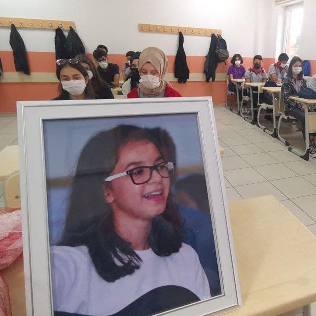 Maganda kurşunu ile hayatını kaybeden Büşra'nın sınıfında duygusal anlar yaşandı
