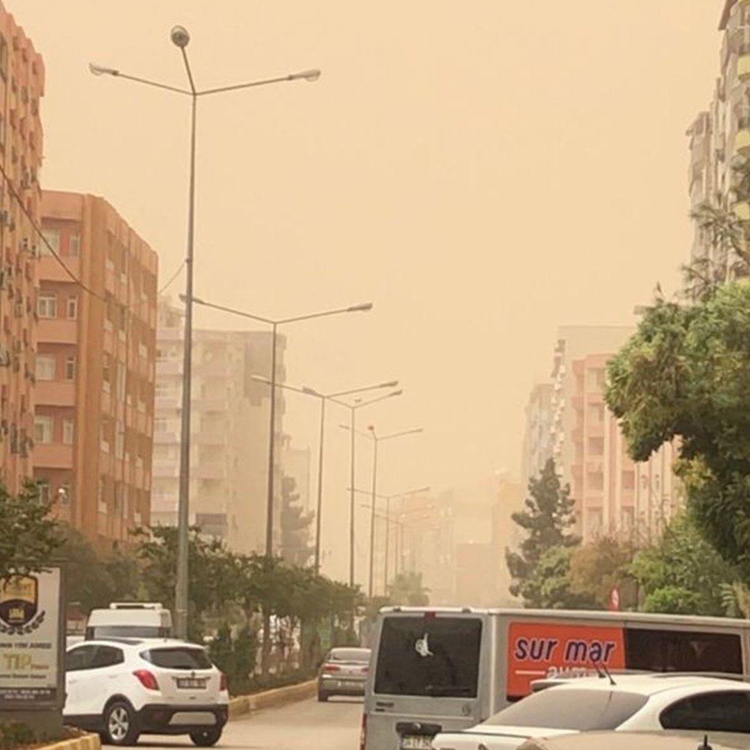 Mardin'de toz bulutu rüzgarla birlikte hayatı olumsuz etkiledi