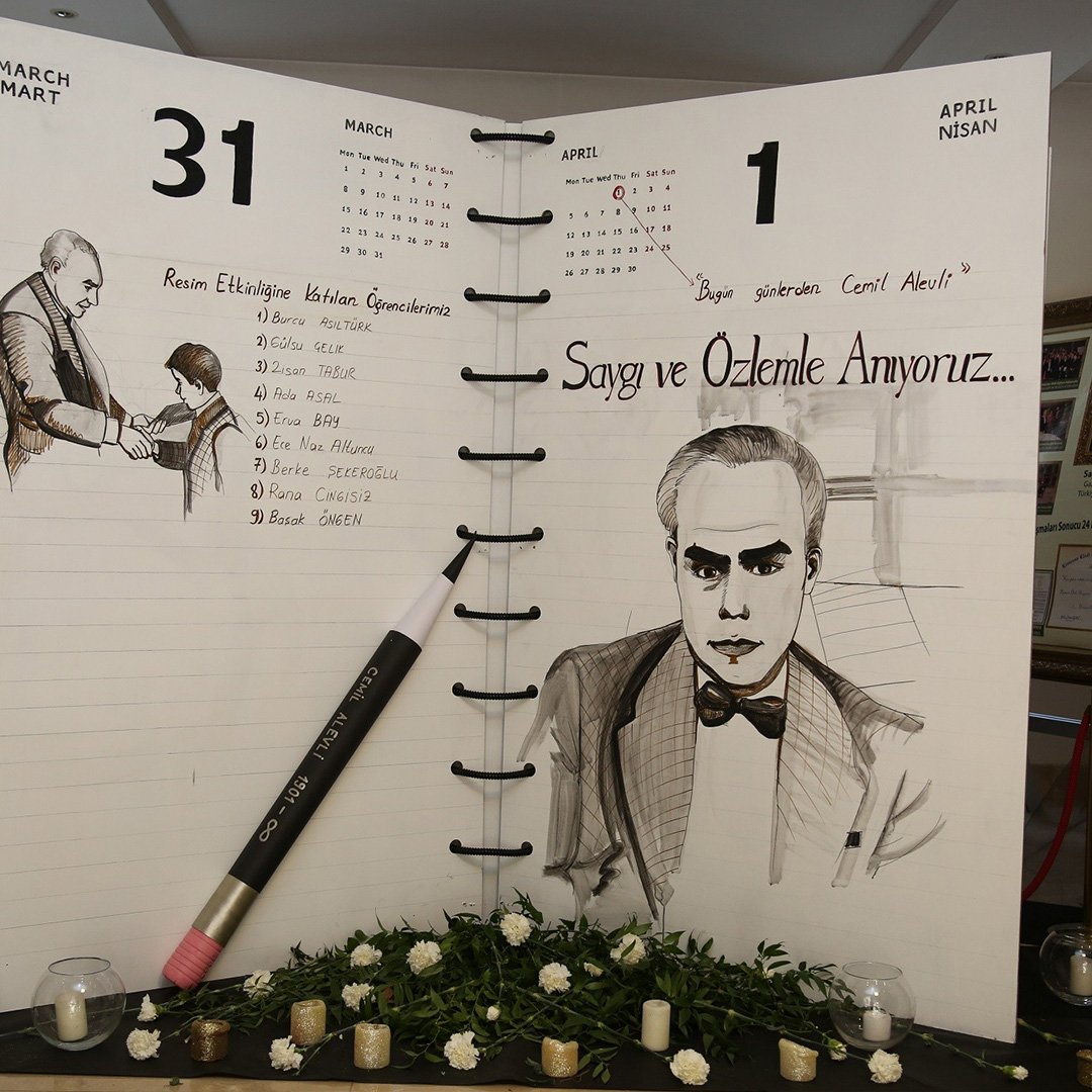 Öğrenciler, okulun kurucusunu kara kalem ile resmetti