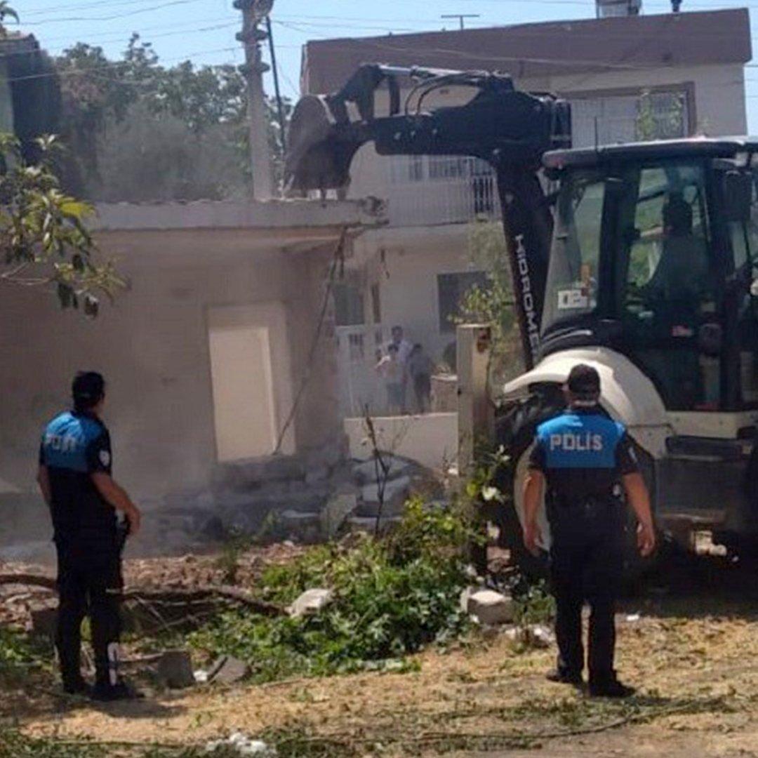 Osmaniye'de metruk binalar yıkılıyor