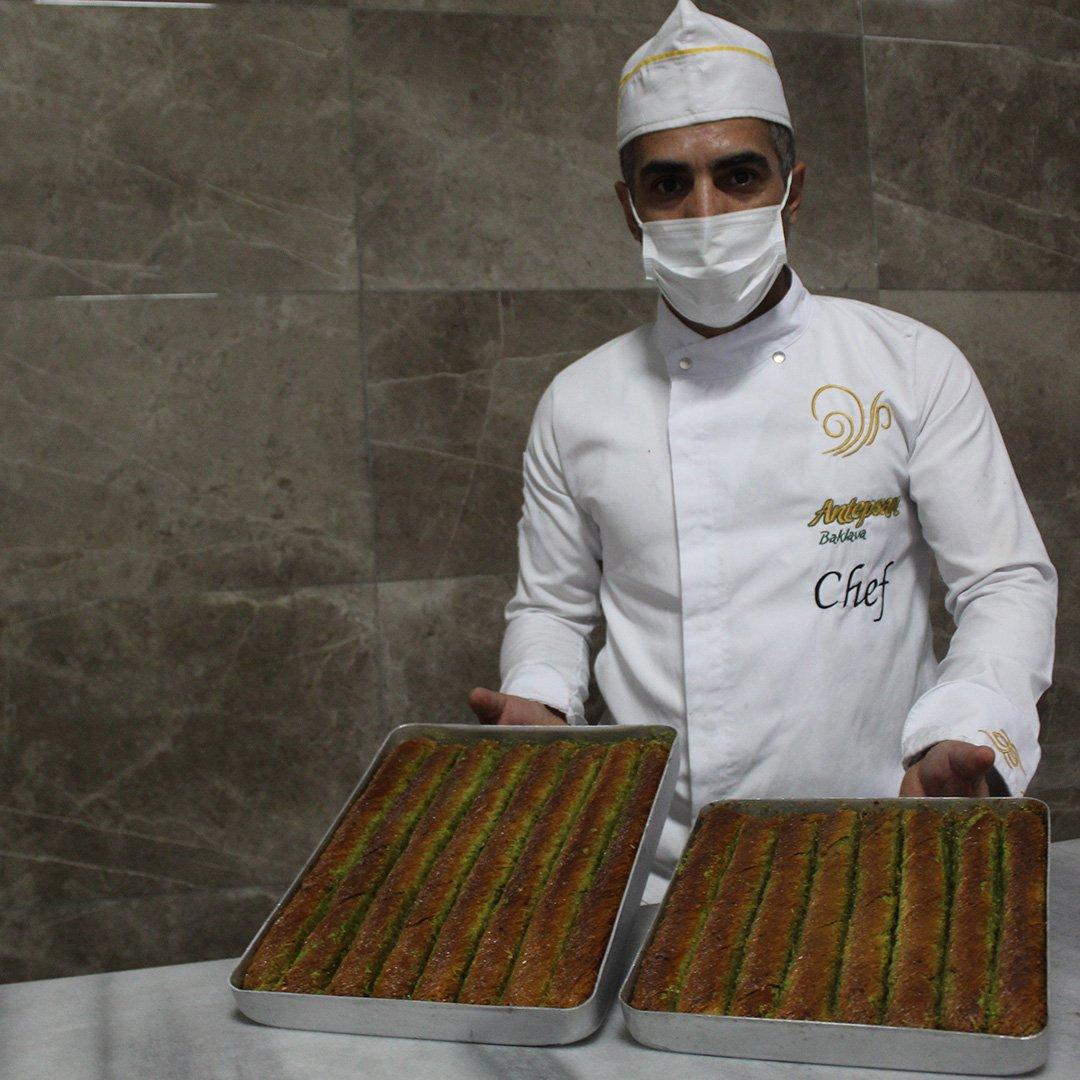 Ramazan'da bol fıstıklı Antep burmasına yoğun talep