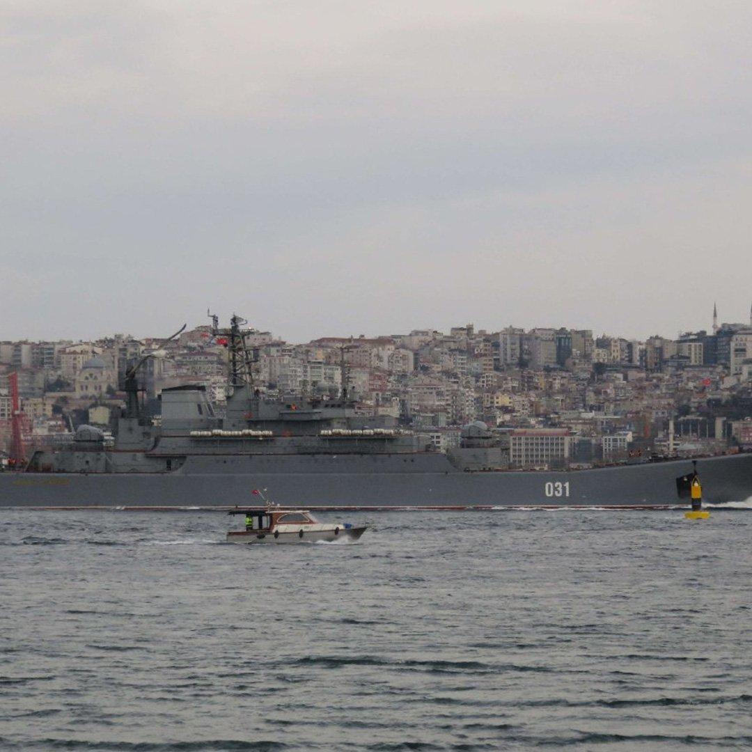 Rus savaş gemileri Boğaz'da