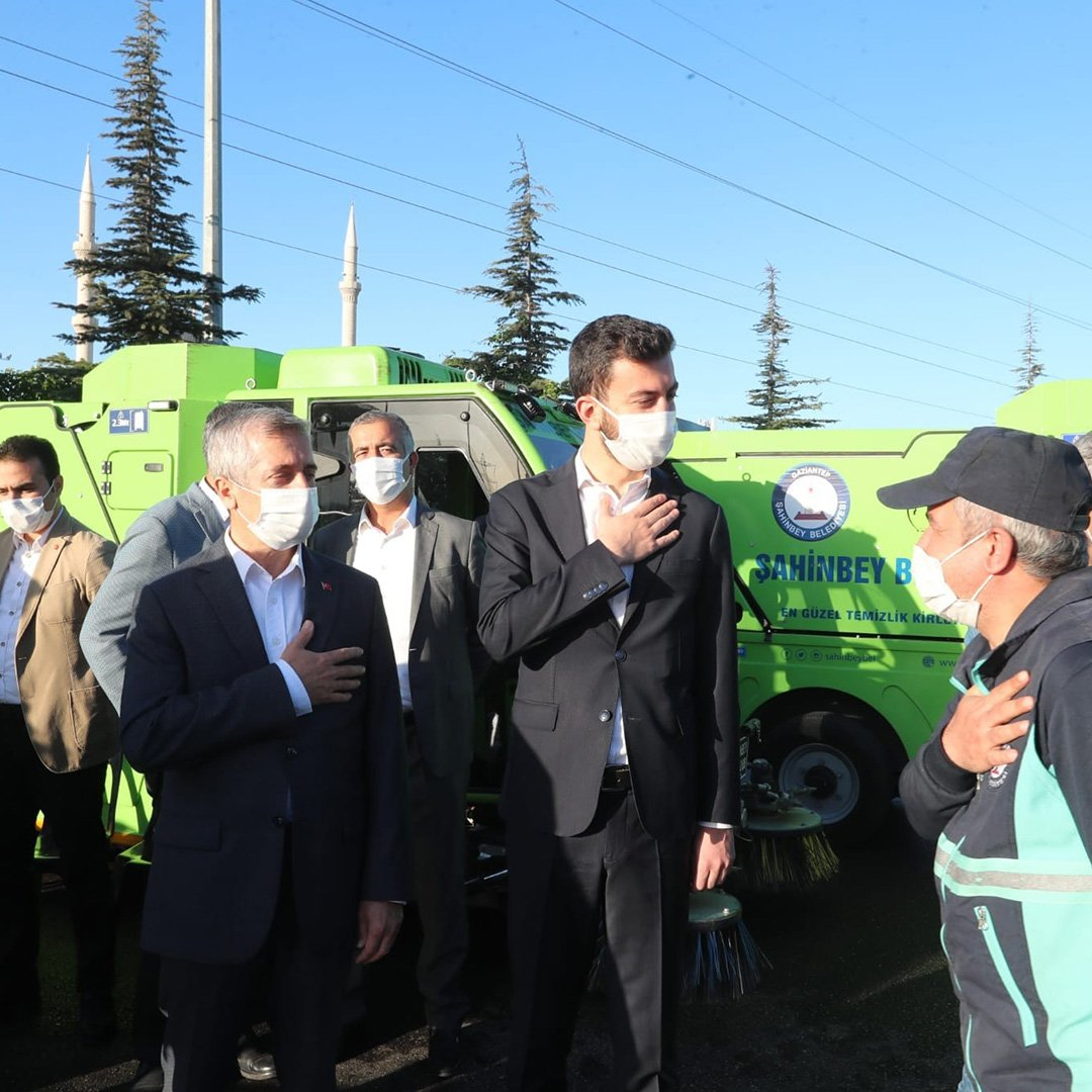 Tahmazoğlu belediye personelinin bayramını kutladı