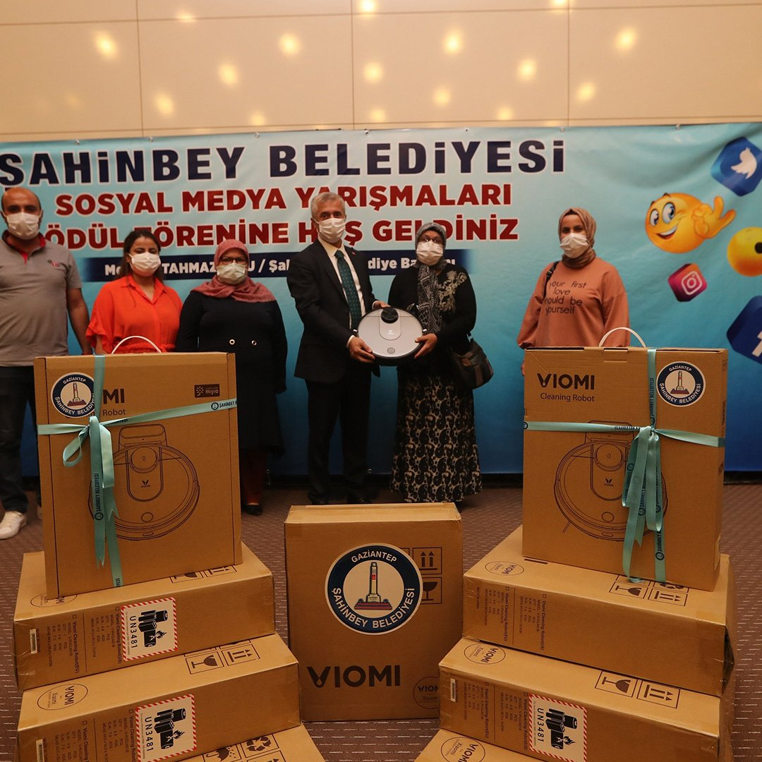Tahmazoğlu, sosyal medyada ödül kazanan annelere hediye verdi