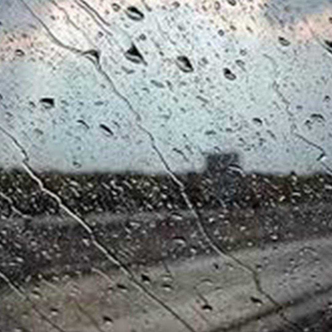 Taksim'de aniden bastıran sağanak yağış vatandaşlara zor anlar yaşattı