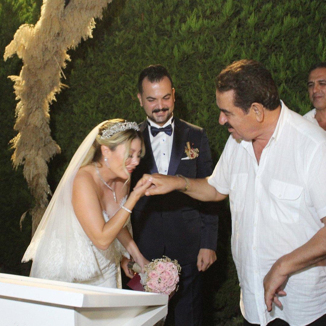 Tatlıses'in kızım dediği Şule Çınlama İzmir'de evlendi