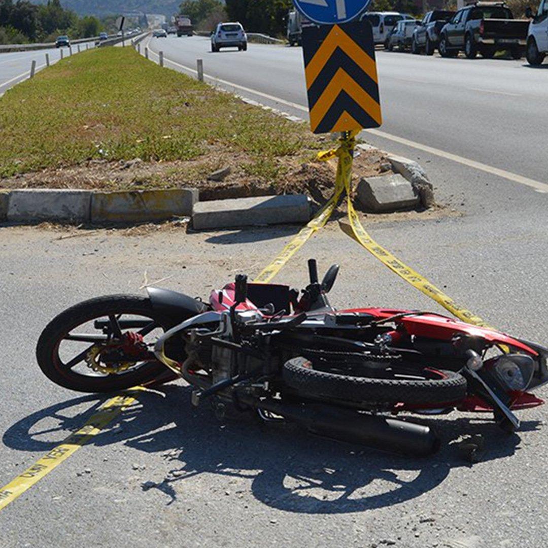 Tır motosiklete çarptı 1 ölü,1yaralı
