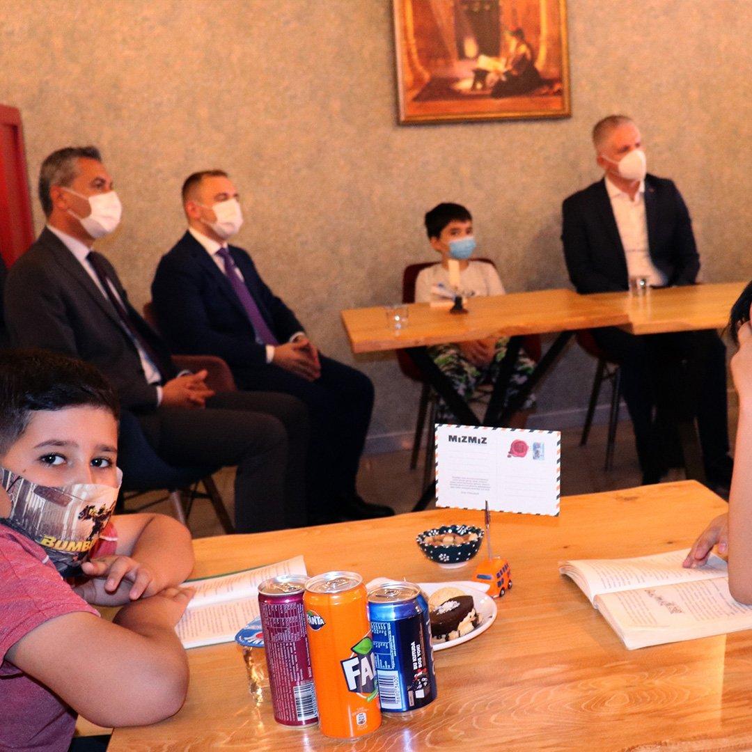 Vali Gül Araban'da çocuk kitap kafe açılışını yaptı
