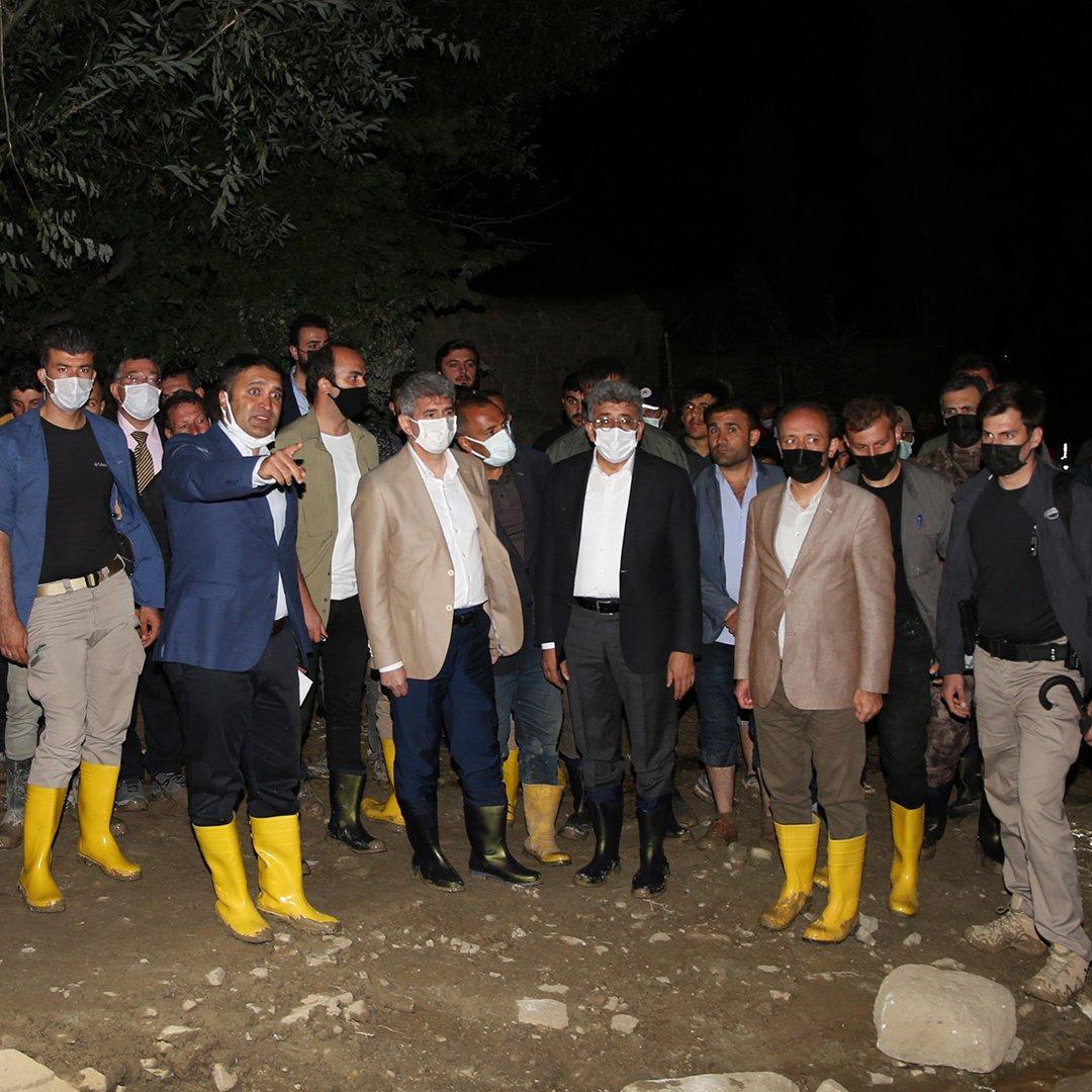 Van Büyükşehir Belediyesi sellerde vatandaşı yalnız bırakmadı