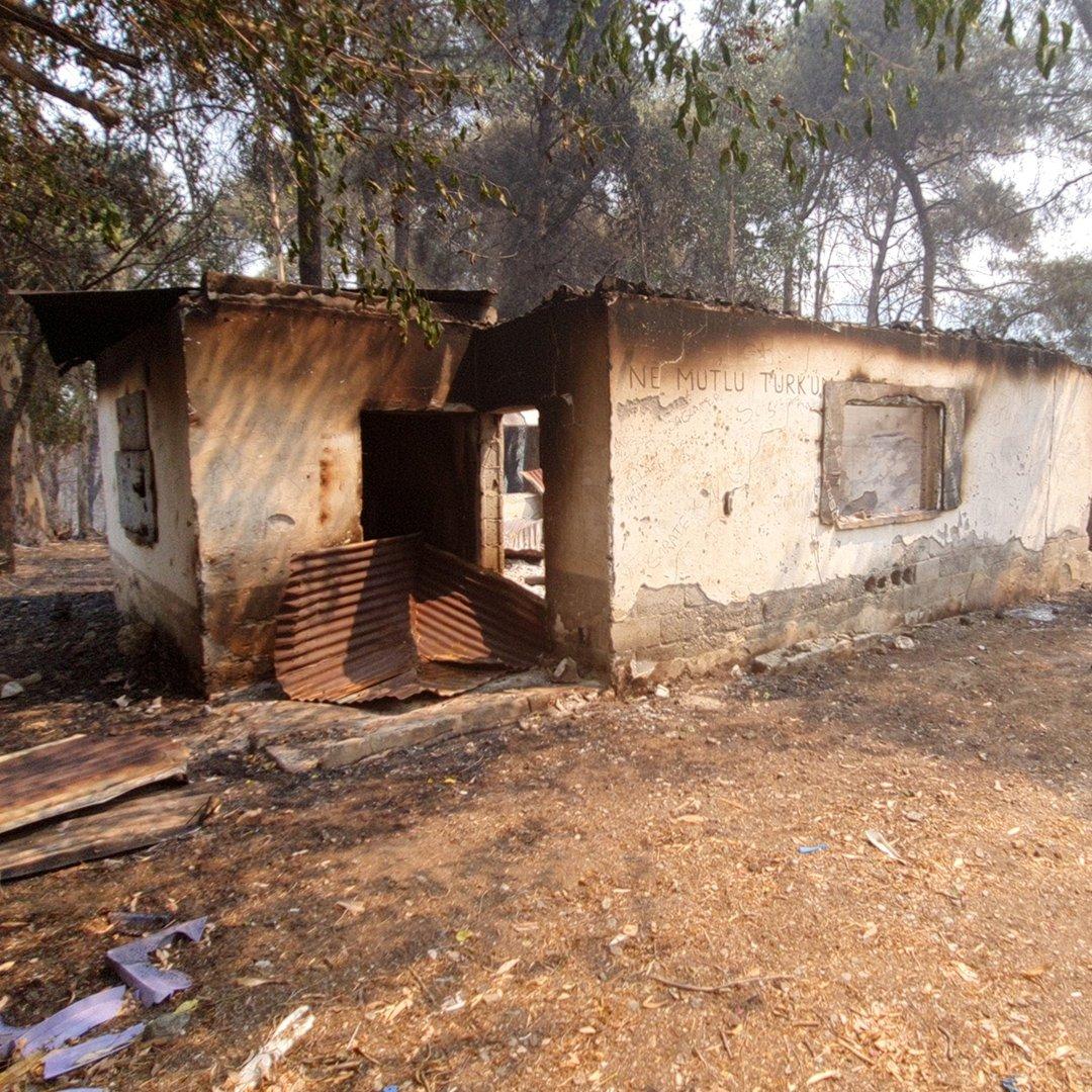 Yangında kilerleri yanan aile teselliyi alevlerin evlerine ulaşmamasında buldu