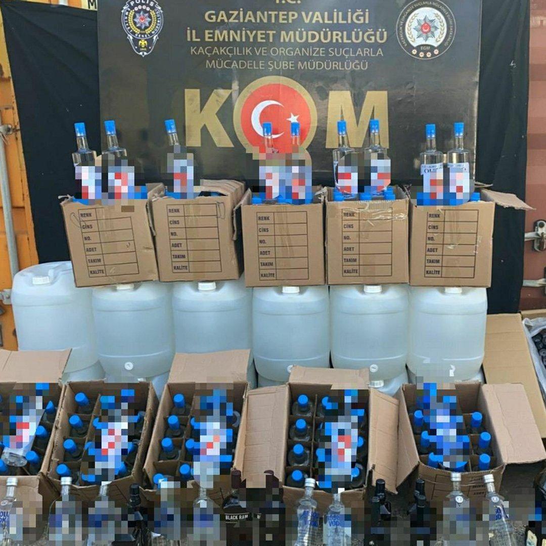 Yüzlerce litre kaçak içki ele geçirildi